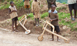 African children & wooden scooters, Uganda Royalty Free Stock Photos