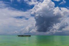 Afrika Ωκεανός, βάρκα στον καλό καιρό νερού Tazania στοκ φωτογραφίες