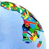 Afrika auf politischer Kugel mit Flaggen Stockbild