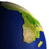 Afrika bij nacht op model van Aarde met in reliëf gemaakt land Stock Fotografie