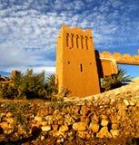 Afrika in histoycal maroc oude bouw en de blauwe wolk Royalty-vrije Stock Foto