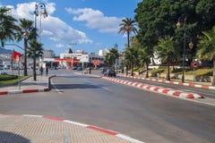 Afrika, Marokko, Tanger, Stadt, Autos und städtische Ansicht 2013 lizenzfreie stockfotografie