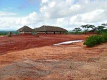 Afrika Mocambique, Naiopue. Nationell afrikansk by. Royaltyfria Bilder