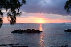 Afrika solnedgång i Mont Choisy i Mauritius Arkivfoto