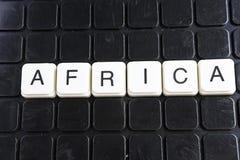 Afrika-Titeltext-Wortkreuzworträtsel Alphabetbuchstabe blockiert Spielbeschaffenheitshintergrund Weiße alphabetische Buchstaben a Lizenzfreie Stockfotografie