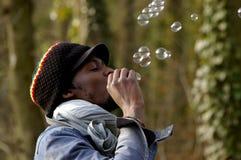 Afrikaan en zeepbels Royalty-vrije Stock Afbeeldingen