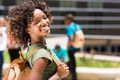 Afrikaans Amerikaans universiteitsmeisje Stock Foto