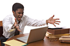 Afrikaans-Amerikaanse zakenman die aan laptop werkt Royalty-vrije Stock Foto