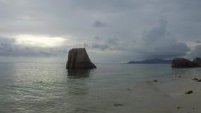 Afrikaans eilandstrand in Indische Oceaan stock videobeelden