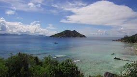 Afrikaans eilandstrand in Indische Oceaan stock footage