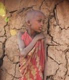 Afrikaans kind in krottenwijk Royalty-vrije Stock Afbeeldingen