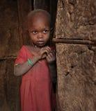 Afrikaans kind in krottenwijk Stock Afbeeldingen
