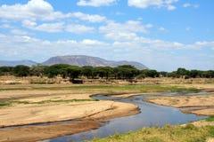 Afrikaans landschap: De rivier van Ruaha in droog seizoen Royalty-vrije Stock Foto