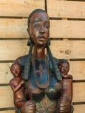 Afrikaans Met de hand gemaakt Etnisch Houten Standbeeld stock afbeelding