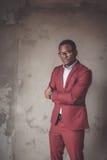 Afrikaans Portret van een mens die marsalakostuum dragen Stock Fotografie