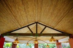 Afrikaans traditioneel etnisch huis planten-plafond stock afbeelding