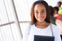 Afrikaans universiteitsmeisje stock afbeeldingen