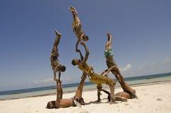 Afrikaanse acrobaten Stock Foto's