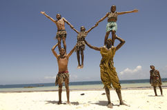 Afrikaanse acrobaten Stock Fotografie
