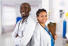 Afrikaanse Amerikaanse artsen stock afbeelding