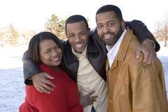 Afrikaanse Amerikaanse familie en hun volwassen zoon stock afbeelding