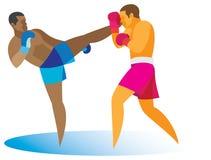Afrikaanse Amerikaanse kickboxerstakingen bij het hoofd van zijn tegenstander Stock Afbeeldingen