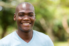 Afrikaanse Amerikaanse mens in openlucht Royalty-vrije Stock Afbeeldingen