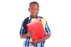 Afrikaanse Amerikaanse schooljongen, die omslagen houden - Zwarte mensen Royalty-vrije Stock Foto's