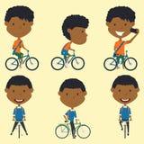 Afrikaanse Amerikaanse schooljongens op de fietsen Stock Foto's