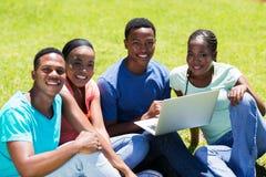 Afrikaanse Amerikaanse universiteitsvrienden Royalty-vrije Stock Foto's