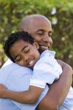 Afrikaanse Amerikaanse vader en zoons het besteden tijd samen stock afbeeldingen