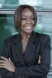 Afrikaanse Amerikaanse vrouw in bureau Stock Afbeeldingen