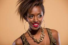 Afrikaanse Amerikaanse Vrouw die aan Kant kijkt royalty-vrije stock foto's
