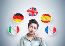 Afrikaanse Amerikaanse vrouw en vijf vlaggen Stock Foto's