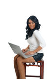 Afrikaanse Amerikaanse Vrouw met laptop Stock Fotografie