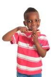 Afrikaanse Amerikaanse zwarte kindtandenborstel Stock Afbeelding