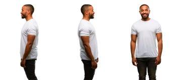 Afrikaanse jonge die mens over witte achtergrond wordt geïsoleerd royalty-vrije stock fotografie