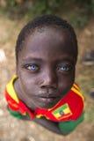 Afrikaanse jongen met blauwe ogen royalty-vrije stock foto's