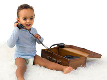 Afrikaanse jongen op de telefoon Stock Fotografie