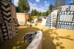 Afrikaanse kleihutten bij Dierentuinsafari, Dvur Kralove Stock Afbeeldingen