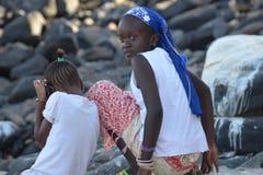 Afrikaanse meisje en kinderen Stock Afbeeldingen