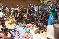 Afrikaanse mensen bij de markt Royalty-vrije Stock Afbeelding
