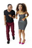 Afrikaanse Modelcouple together having-Pret in de Studio, Volledige Lengte Royalty-vrije Stock Fotografie