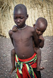Afrikaanse niet geïdentificeerde molokinderen van Gr dichtbij meer Turkana, Kenia Stock Foto's
