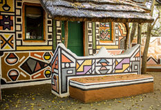 Afrikaanse rondavel - huis in etnische stammen het schilderen stijl Royalty-vrije Stock Fotografie