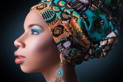 Afrikaanse schoonheid, studioschot stock afbeelding
