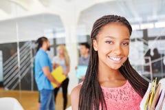 Afrikaanse student in haar leertijd royalty-vrije stock afbeelding