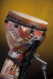 Afrikaanse Trommel Djembe op Geel Stock Fotografie