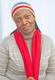 Afrikaanse vrouw in koel klimaat. Royalty-vrije Stock Foto's