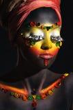 Afrikaanse vrouw met artistieke etnische make-up Stock Foto's